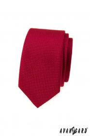 Rote schmale Krawatte mit Oberflächenstruktur
