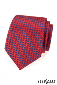 Rote Krawatte mit blauem Muster