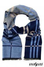 Schal in verschiedenen Blautönen