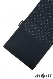 Schwarzer Schal mit blauem Muster