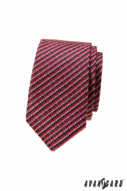 Rote schmale Krawatte mit blau-weißem Muster